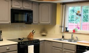 Как обновить кухонный гарнитур своими руками: варианты реставрации старой мебели