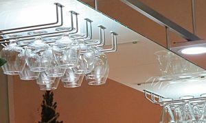 Фурнитура для барной стойки на кухне – разновидности и особенности аксессуаров