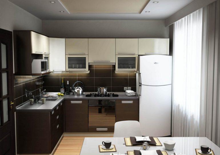 Угловая мойка и холодильник у окна