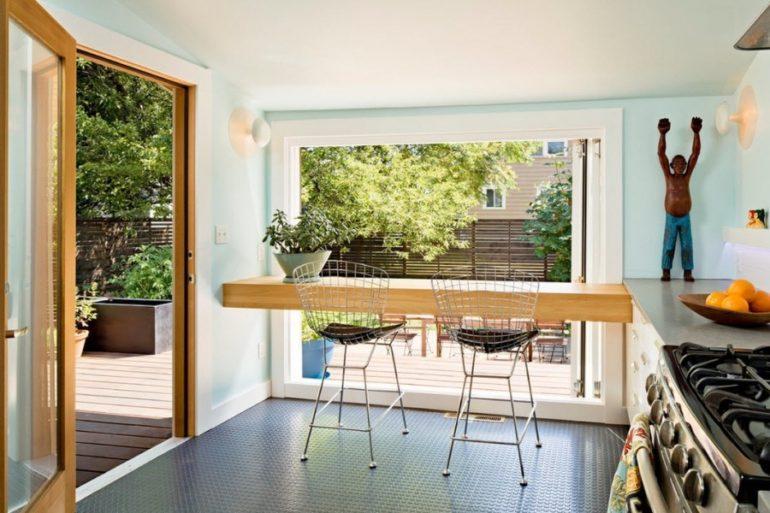 Сначала определитесь с габаритами барной стойки, а затем ищите подходящие по высоте стулья
