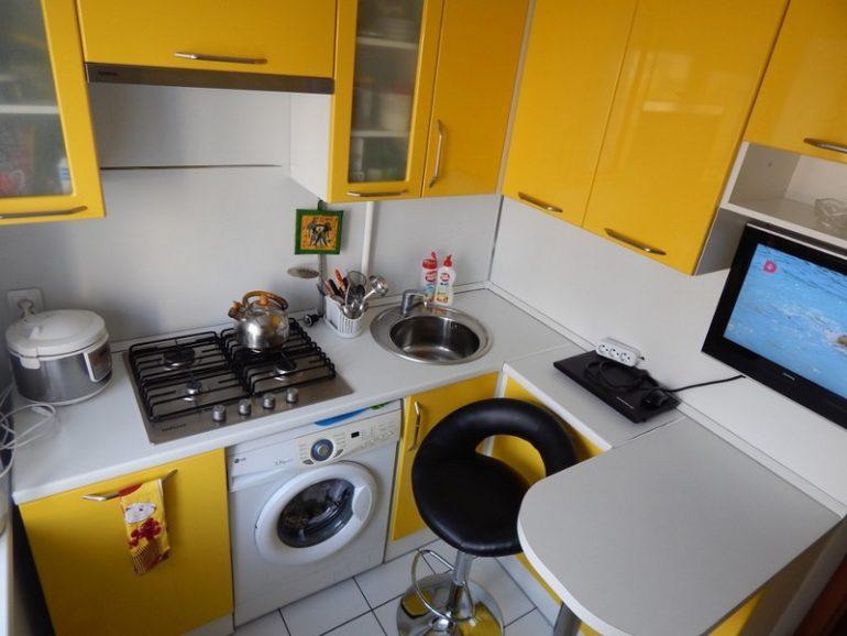 Для маленькой кухни барная стойка может оказаться единственным функциональным вариантом