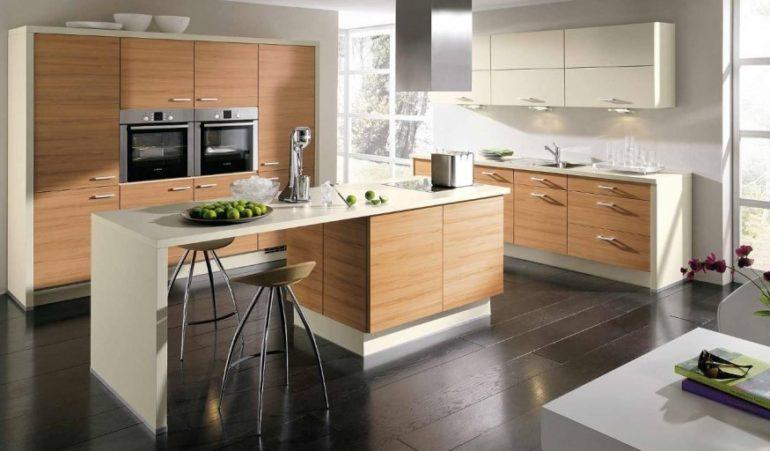 Расположенная по центру кухни барная стойка – роскошь, доступная для больших кухонных помещений, обычно совмещенных с гостиными