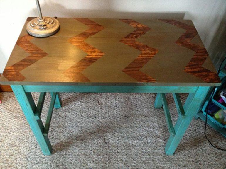 Почти любой старый стол поддается реставрации, нужно лишь подойти к делу с душой