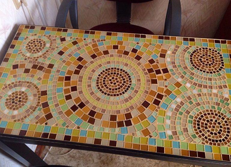 Мозаичная столешница кухонного стола