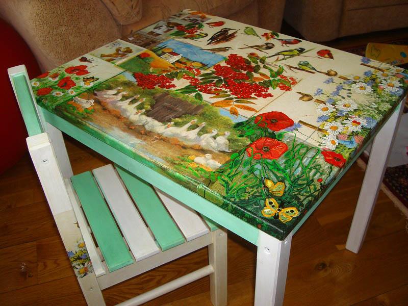 Декупаж кухонного стола можно сделать, используя бумажные салфетки, ткань или обои