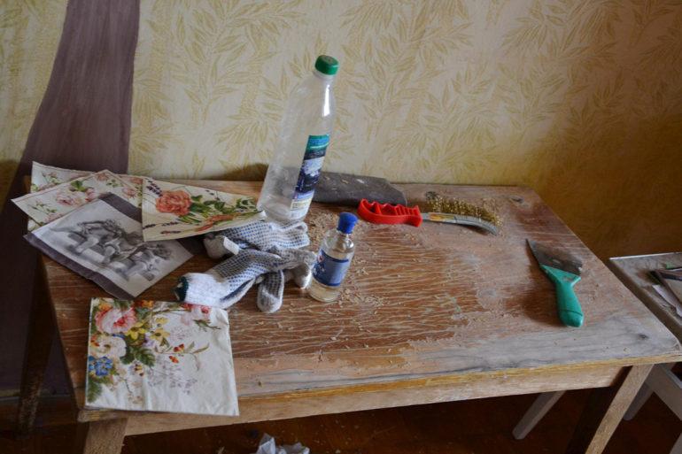 Подготовка поверхности стола к декупажу