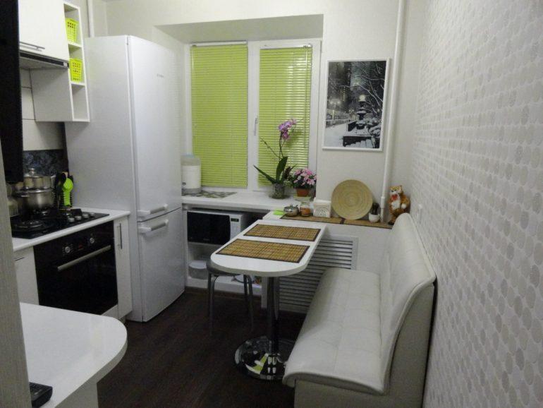 При умелом подходе на кухне площадью в 6 квадратных метров можно создать интерьер, экономящий пространство, функциональный и неповторимый