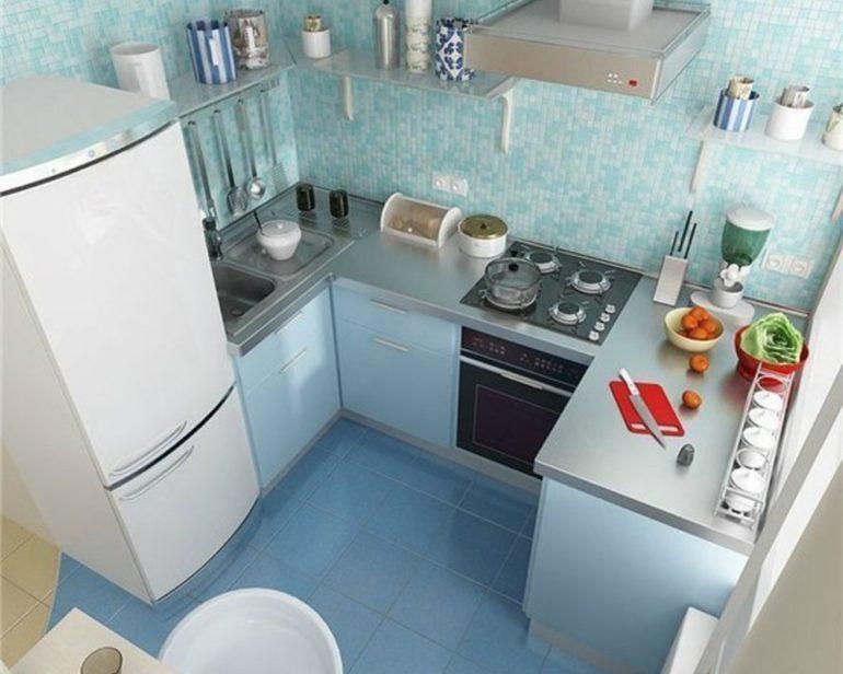 """Расположение кухонного гарнитура буквой """"П"""" добавляет удобства для готовки, так как все зоны находятся в шаговой доступности"""