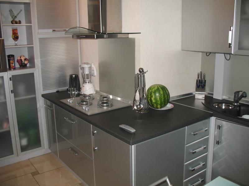 Кухонный гарнитур в обход угла