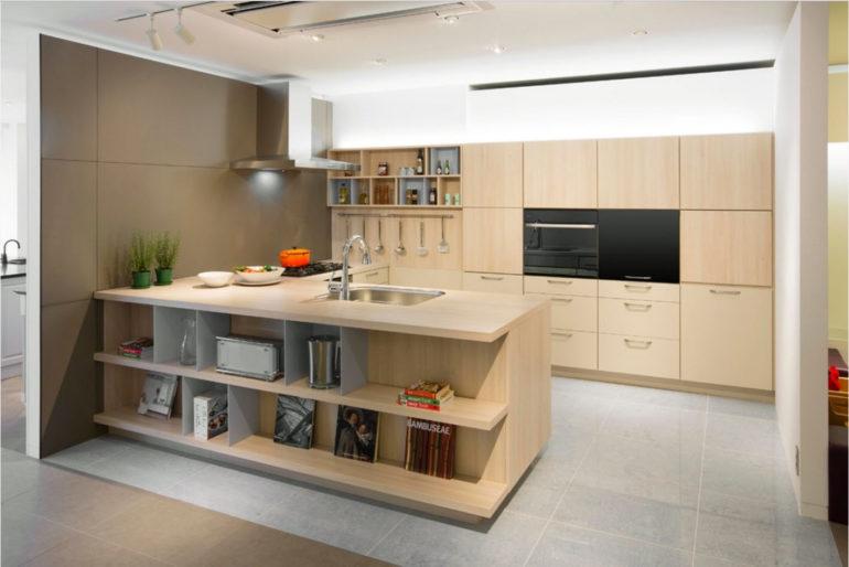 С-образная компоновка кухонной мебели предпочтительней там, где есть отдельная столовая