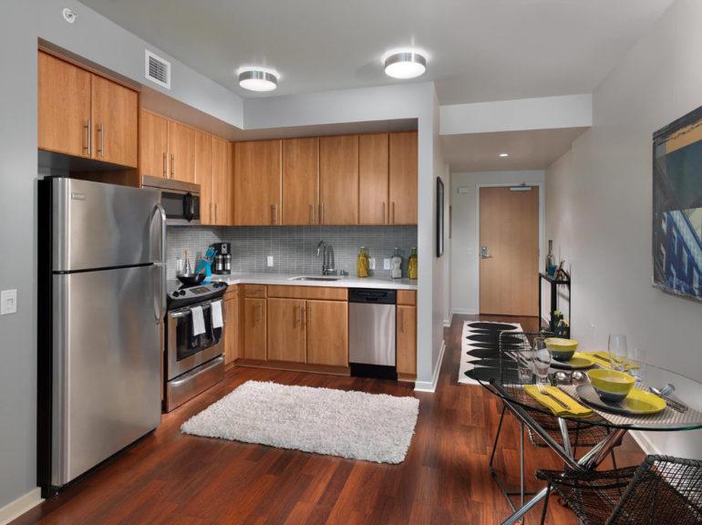 Дизайнерами уже давно доказано, что из кухни средней площади можно сделать удобное, функциональное и стильное помещение