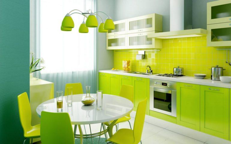 Светло-зеленый гарнитур и обеденный столик на четверых
