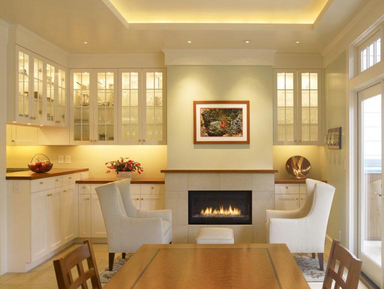 """Грамотно организованное освещение превращает кухню из """"горячего цеха"""" в уютное место, располагающее к продолжительным семейным посиделкам"""
