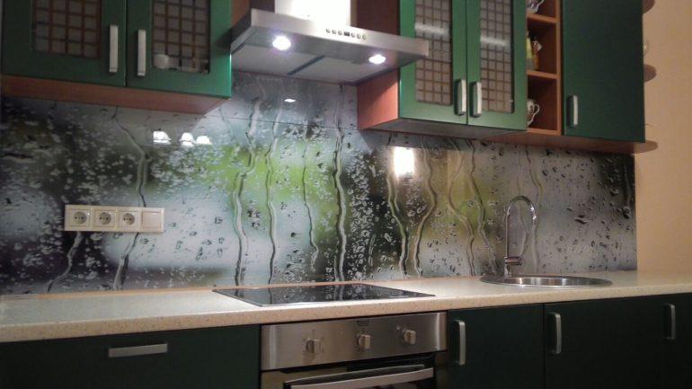 Декоративные панели из стекла с фотопечатью изготавливаются из закаленного, толстого стекла или триплекса