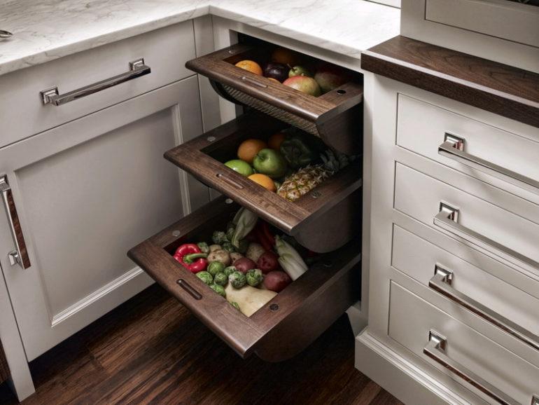 Встроенные выдвижные корзины для овощей и фруктов