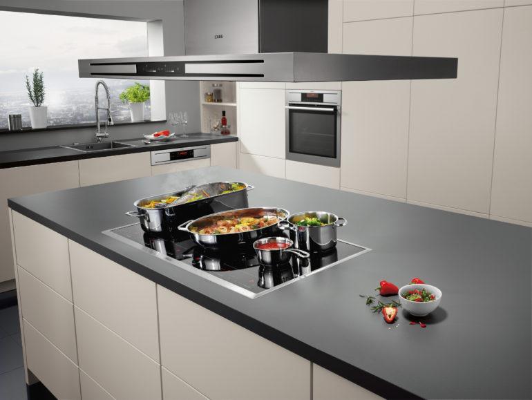Встраиваемая кухонная техника сокращает время уборки, ведь если нет щелей и промежутков, значит и не надо их вычищать