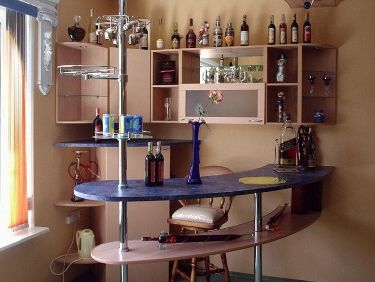 Барная стойка в комплексе с аксессуарами оптимизирует пространство и отвечает тенденциям современной кухни