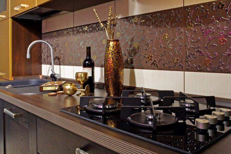 Проверенное временем кафельное панно украсит любой интерьер и сделает его незабываемым