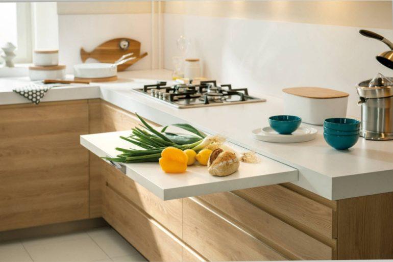 Дополнительная разделочная доска всегда пригодится в небольшой кухне