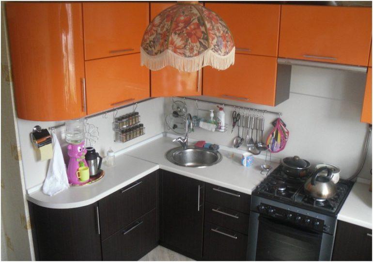 Главный секрет обустройства маленькой кухни – максимально эффективное использование буквально каждого сантиметра