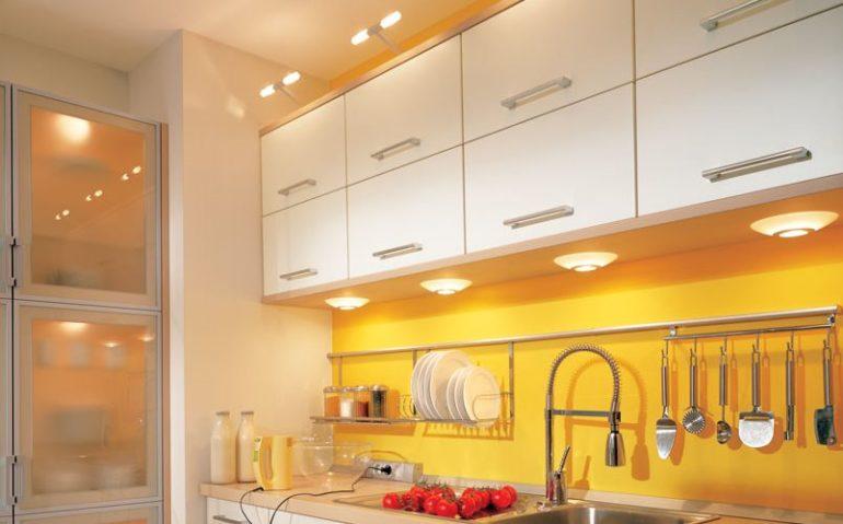 Освещение маленькой кухни – света много не бывает