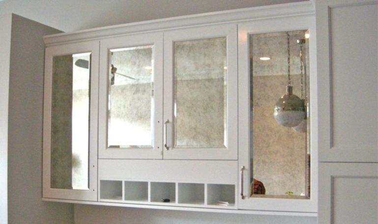 Зеркальные вставки в кухонных шкафах
