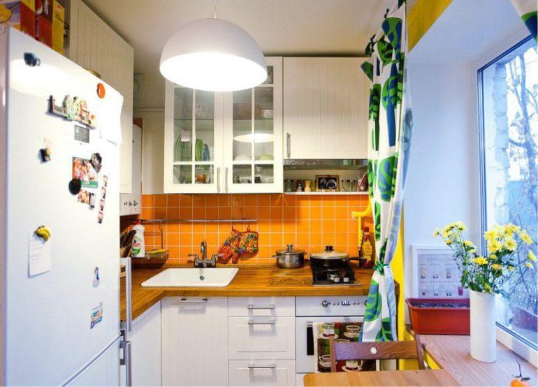 Правильное освещение для небольшой кухни – это не только эстетика в ограниченном пространстве, но и его визуальное расширение