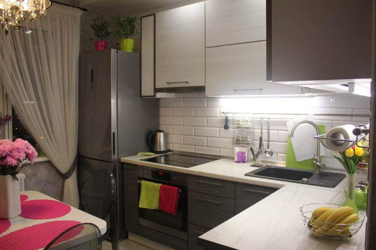 Разумная планировка кухни площадью 8 кв. метров заключается в соблюдении баланса компактности и удобства