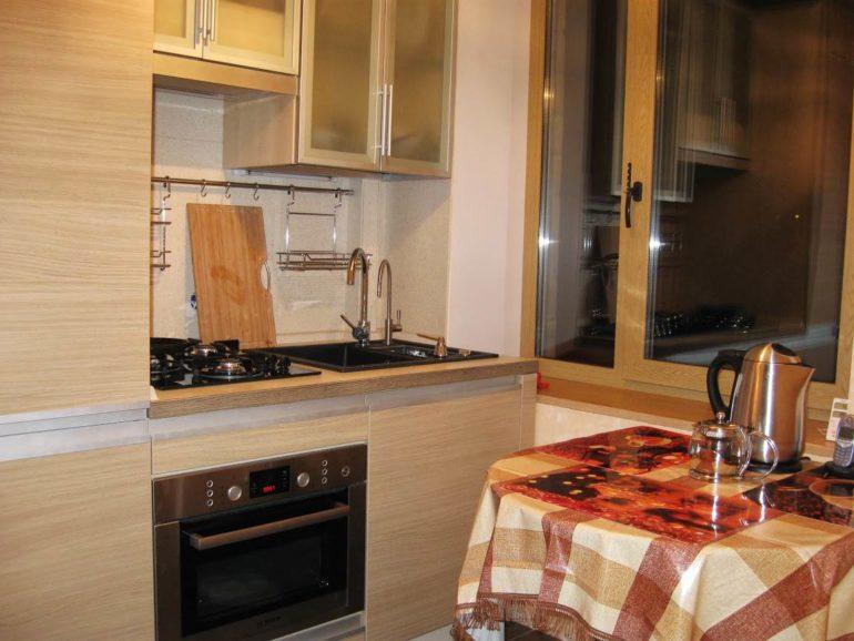 Столы с закругленными углами занимают меньше места и создают на кухне атмосферу уюта