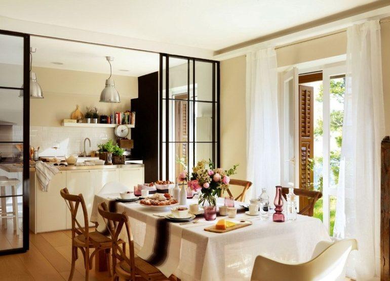 Раздвижная перегородка – одно из самых простых и быстрых решений зонирования пространства кухни-гостиной