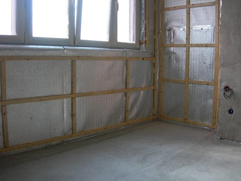Утепление и остекление холодного балкона потребуют значительных сил и средств