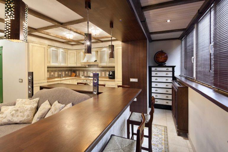 Интерьер кухни с выходом на балкон в большей части зависит от того, как вы решите использовать балконное пространство