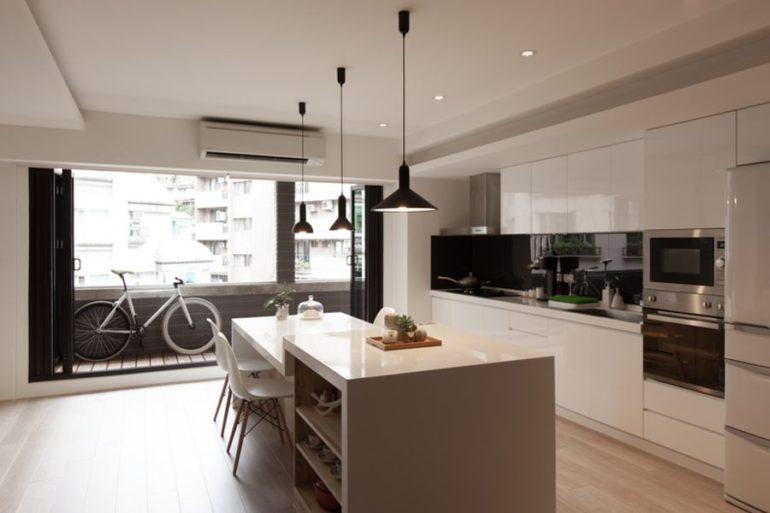 Застекленные от пола до потолка двери или раздвижные перегородки добавят в кухню естественного освещения