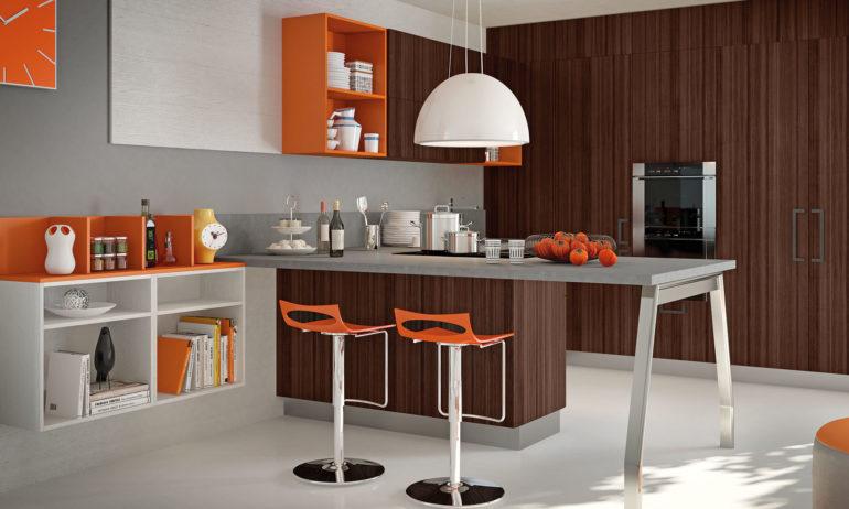 Полуостров на кухне и высокие стулья