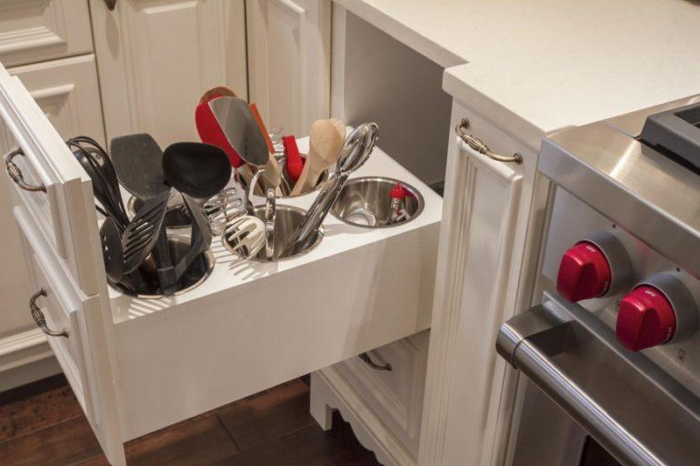Выдвижные ящики для кухонного инвентаря