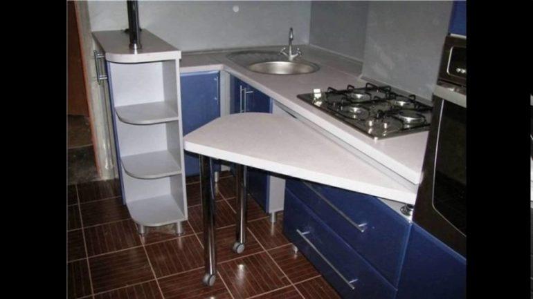 Кухонный гарнитур с выдвижной барной стойкой