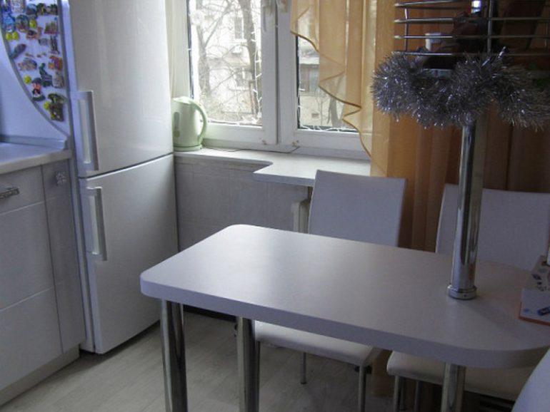 Барная стойка с более широкой столешницей – это уже почти нормальный обеденный стол
