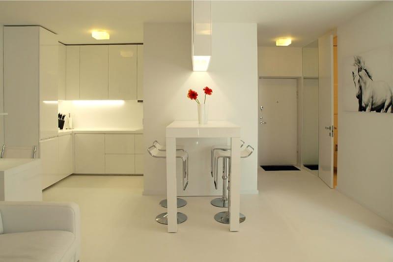 Важный фактор для кухни, объединенной с гостиной, – хорошее и равномерно распределенное освещения