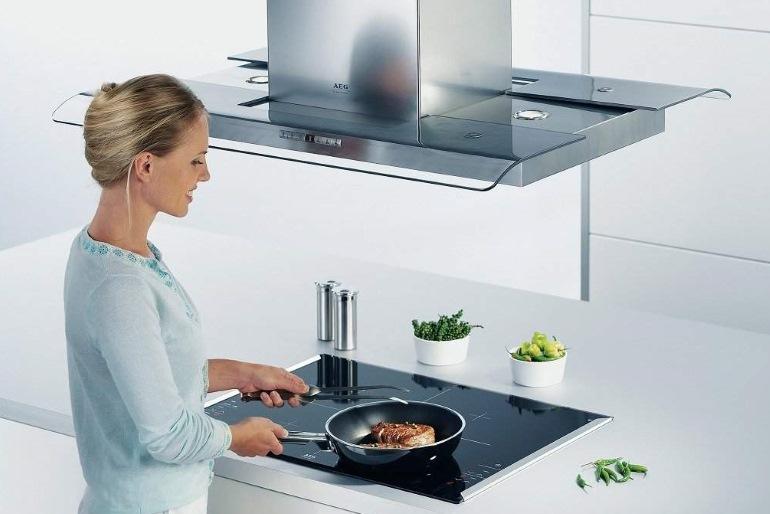Ассортимент кухонных вытяжек так велик, что подходящую модель приходится выбирать по дизайну, способу крепления и даже по принципу работы