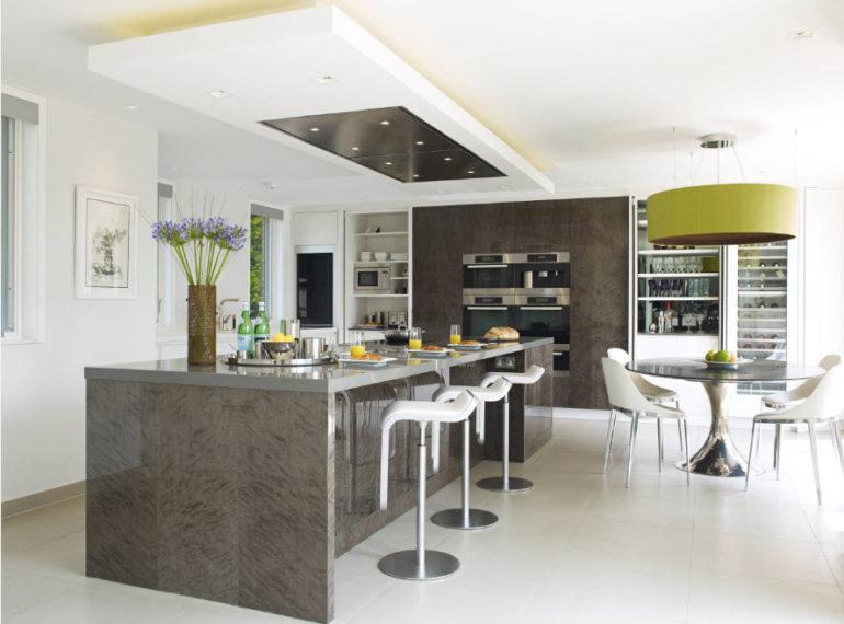 Совсем дешевых кухонных вытяжек островного типа просто не найти, но разбег между отдельными моделями может превышать 100 тыс. рублей