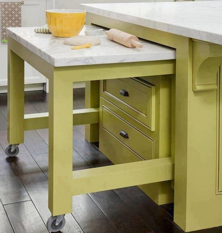 Выдвижной столик используется только когда нужен и не требует каких-либо усилий для установки