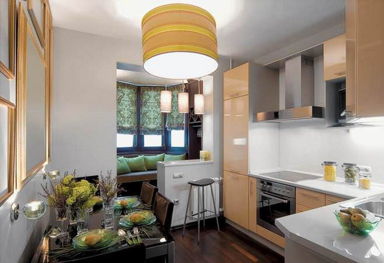Вариант расширения площади кухни – объединение с балконом