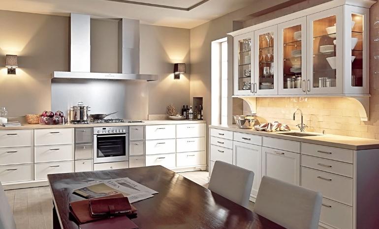 Вся кухонная утварь должна быть на своих местах, а наиболее часто используемые принадлежности должны располагаться