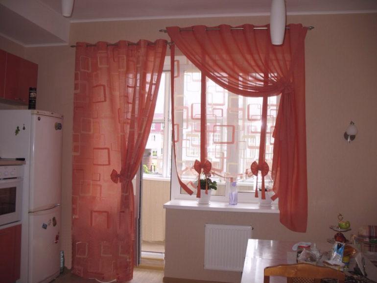 Розовые портьеры и легкая тюль