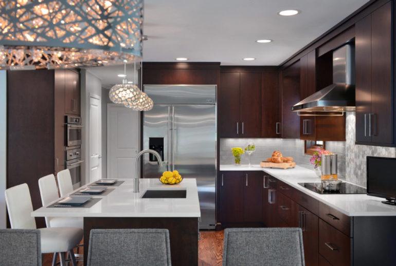 Эклектический минимализм: особенная геометрия кухонного пространства избавляет от ощущения утилитарности помещения