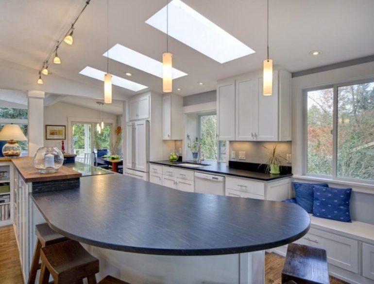 Плафоны светильников могут быть изготовлены из дерева, металла, стекла или текстиля – всё зависит от стиля помещения