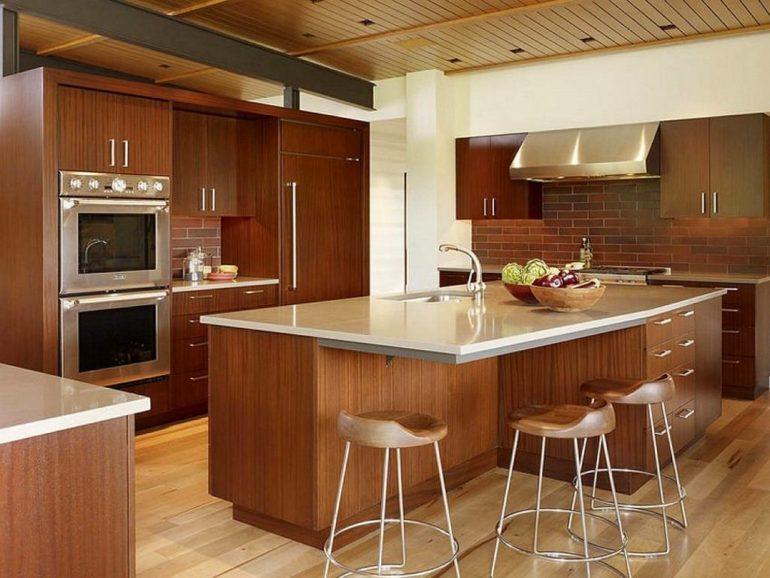 Кухонный остров с мойкой и встроенная техника