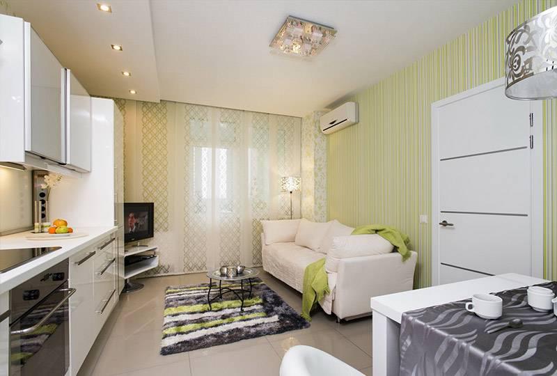 Мебель со светлыми и глянцевыми фасадами зрительно расширяет пространство
