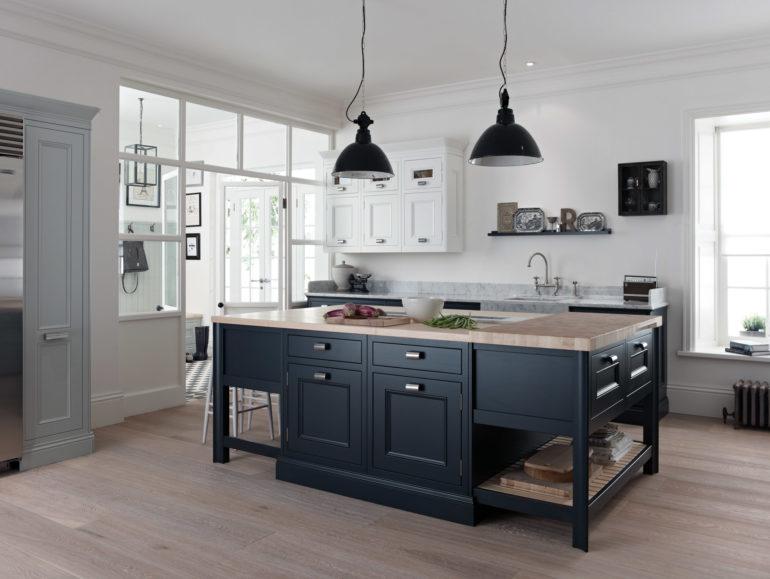 Планировка кухни с островом очень удобна, но возможна только в больших помещениях