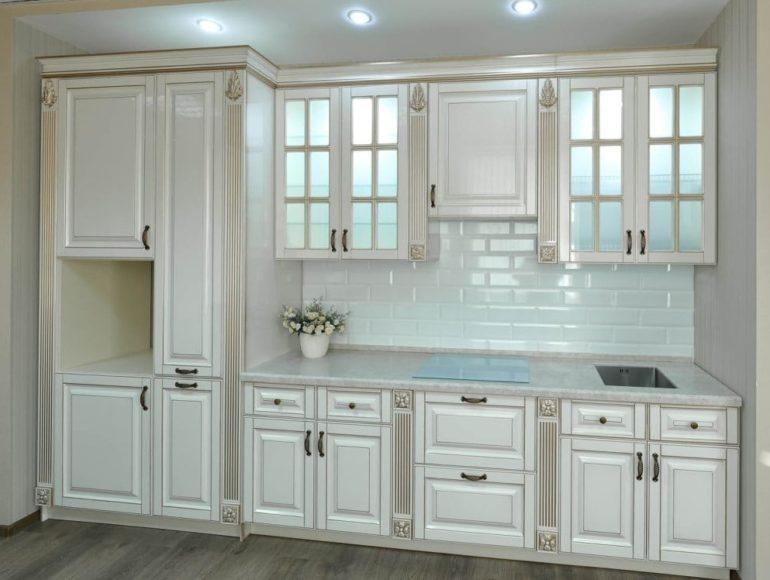 Крашенный фасад МДФ в кухонном гарнитуре классического стиля